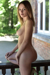 Astonishing blonde babe with beautiful face reveals just perfect natural body