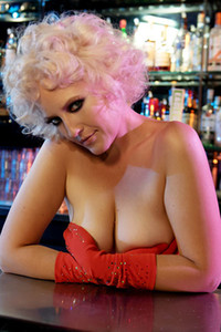 Top class charmer Vashti gets nude and nasty in Bodacious Bartender