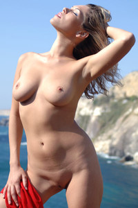 Well curved hottie Malvina is on the perfect sea view giving you a perfect view on her body
