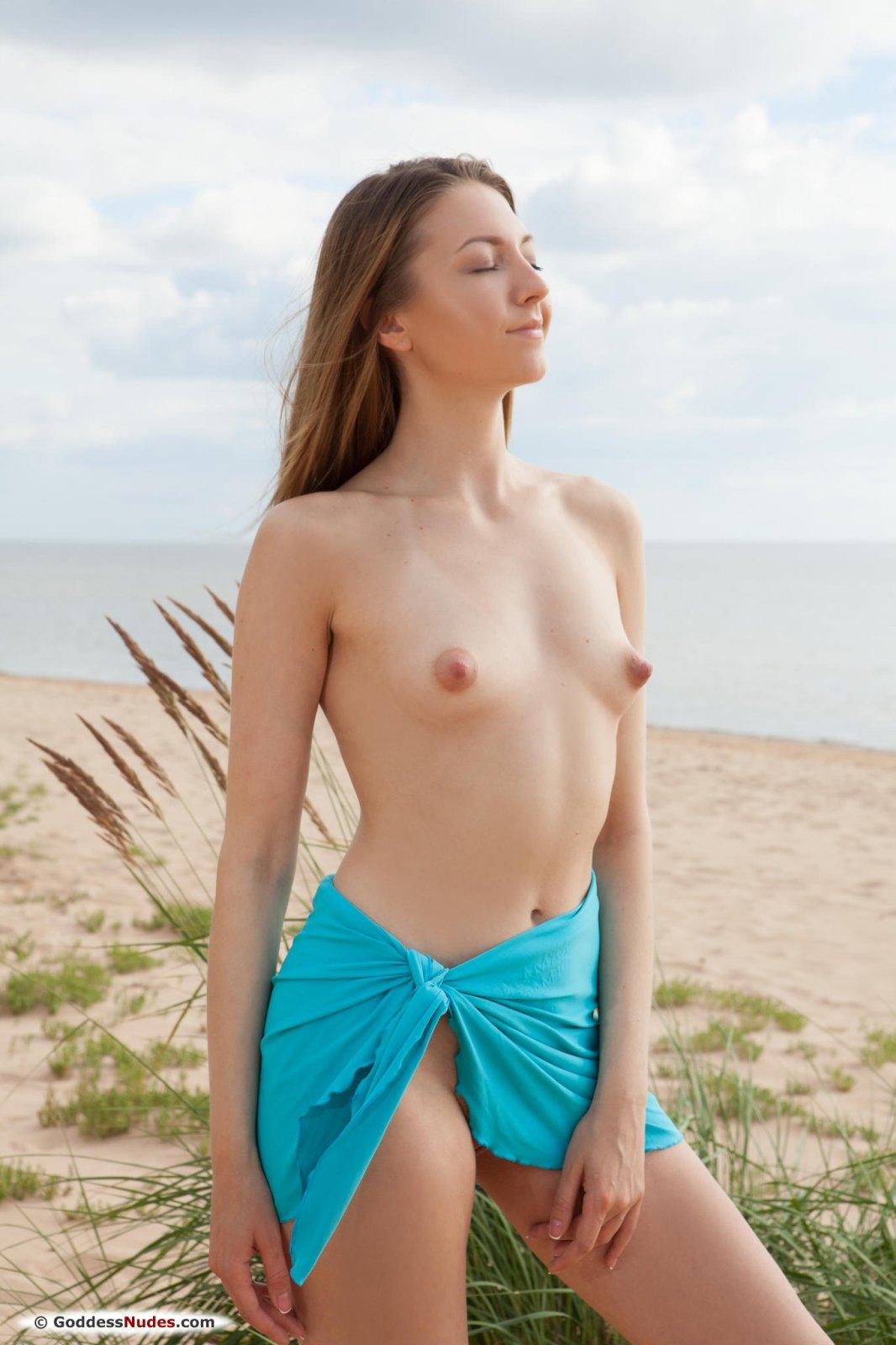 Dominika Naked