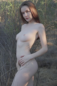 Top class beauty Emily Bloom and her curvy friend Amber Rose have a photoshoot in nature
