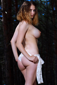 All natural and beautiful babe presents her sexy pale body in the forest