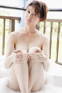 Top class babe Manami Hashimoto delights us in Suds And Sand