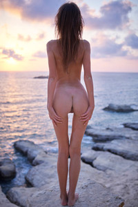 Beautiful slender babe Alice exposes her luscious body on the rocks