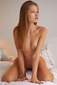 Blue eyed beauty Tiffany Tatum poses naked on the bed and dazzles us with her sexiness