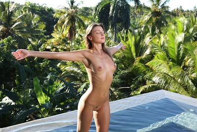 Maria in Feel Free from Watch 4 Beauty