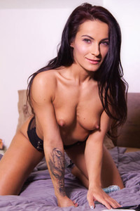 Irresistible tanned babe Lexi Dona shows us her athletic body and plays with her favorite dildo