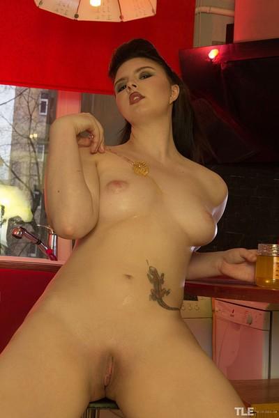 Jinna Ji in Honeypot from The Life Erotic