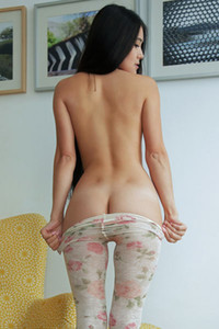 Asian cutie Kimiko takes off her yoga pants to show us her tight and smooth body