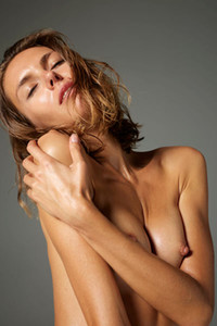 Beautiful tanned beauty shows us her oiled body and flirts with the camera