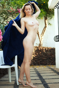 All natural and beautiful blondie Jillean shows off her smooth feminine body