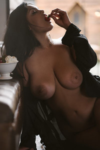 Beautiful and little chubby girl leaves us breathless with her huge natural boobs