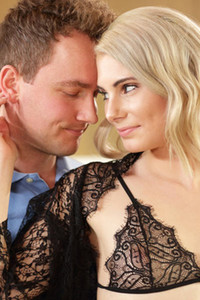 Lucky man gets a tasty blowjob by his beautiful blonde girlfriend
