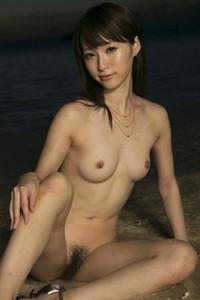Cute charmer Moe Amatsuka erotically poses in Sunset Heart