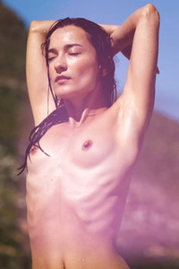 Skinny lady loves sharing her body and sensual posing skills