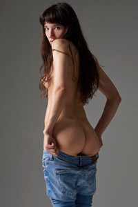 Fabulous newcomer Katya V takes off her jeans to show us her peachy bum