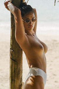 Medium titted model Geena Rocero gives us something nice in this amazing posing performance