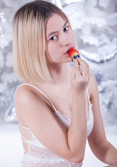 Yulya in Sweet Kiss from Showy Beauty