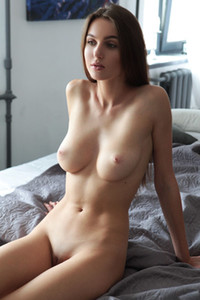 Mesmerizing brunette dame shows us her perfectly shaped body with nice round boobs