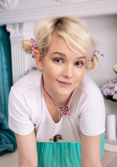 Kapri in Blonde Cutie from Showy Beauty