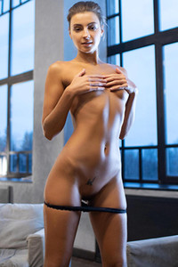 MelenaQ takes off her lingerie and blows our minds with her sex appeal