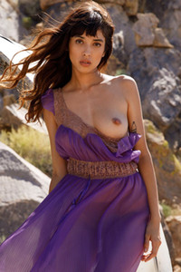 Elegant beauty Steph displays her lusty body with puffy tits after outdoor undressing