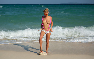 Delilah G in Nude from Stunning 18