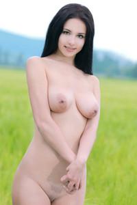 Leona E